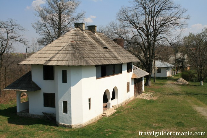 Travel Guide Romania- Curtisoara museum