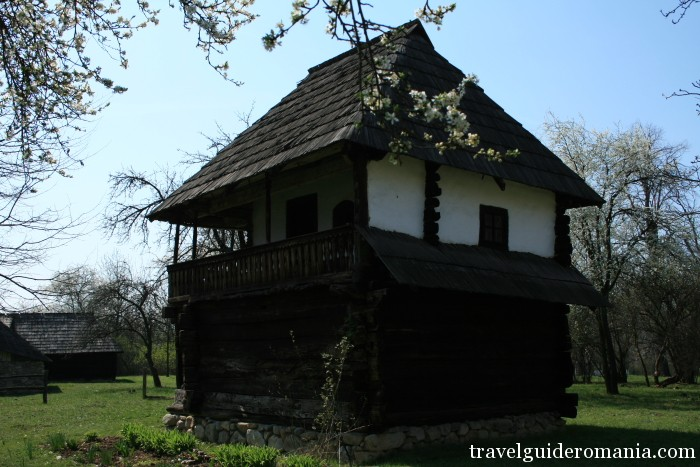 Travel Guide Romania-traditional house