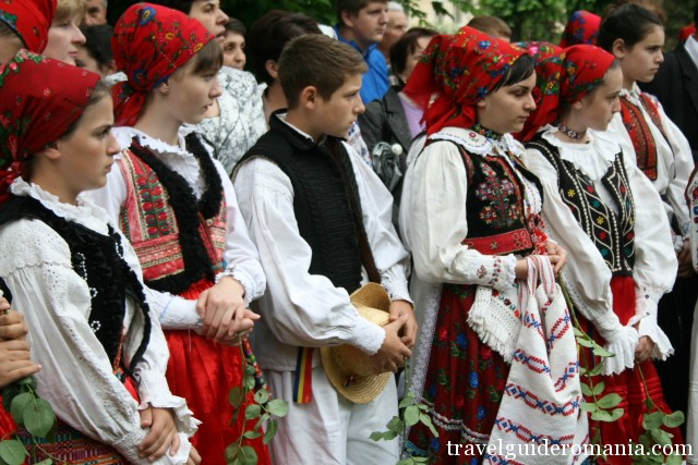 children at traditional folklore festivals
