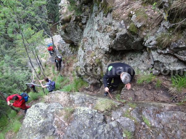 Climbing path at Bohodei waterfall - Blue triangle track