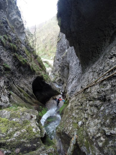 Discovering canyoning in Romania