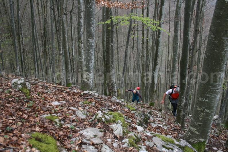 Hiking toward Oselu Canyon