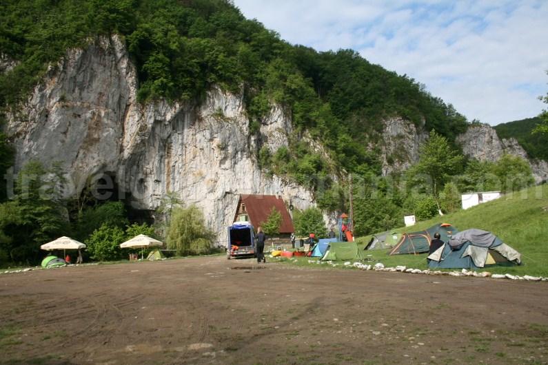Camping at Ungurul Mare cave - Suncuius