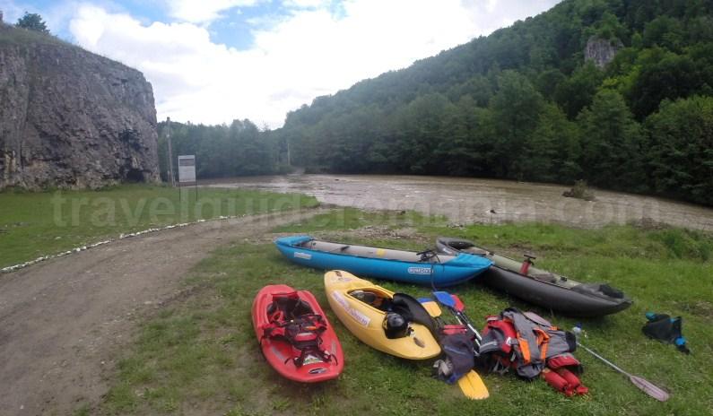 Kaiac and rafting at Suncuius - Padurea Craiului Mountains
