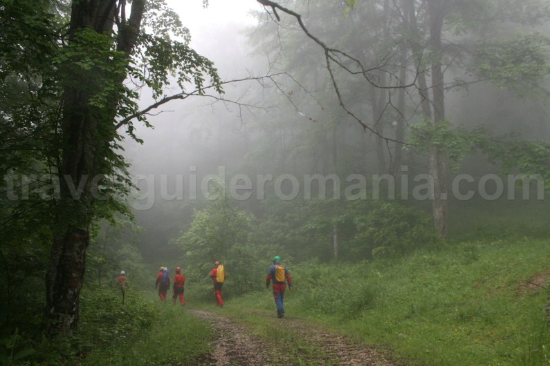Calea fusului acces road to Cheia Rea canyon