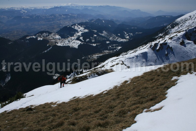 Descending from the main ridge of Piatra Craiului Mountains
