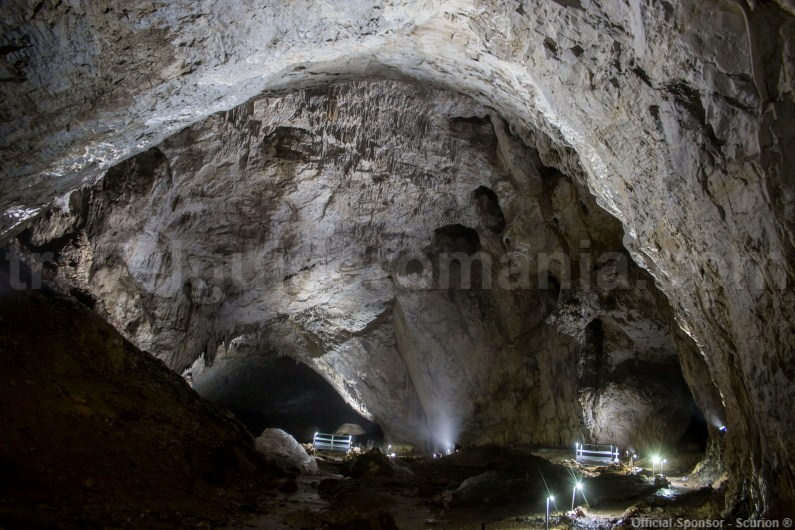 Meziad Cave travel guide - Apuseni Mountains