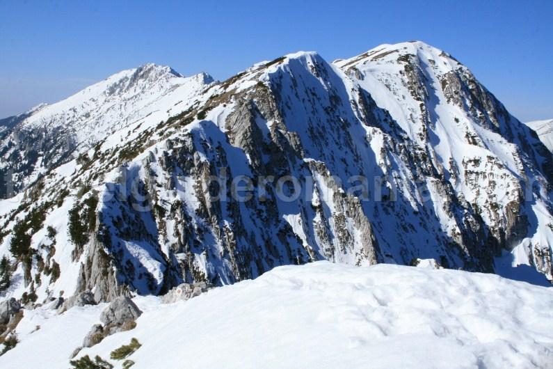 Winter trekking in Piatra Craiului Mountains