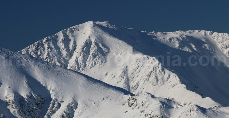 Parangul Mare Peak in winter