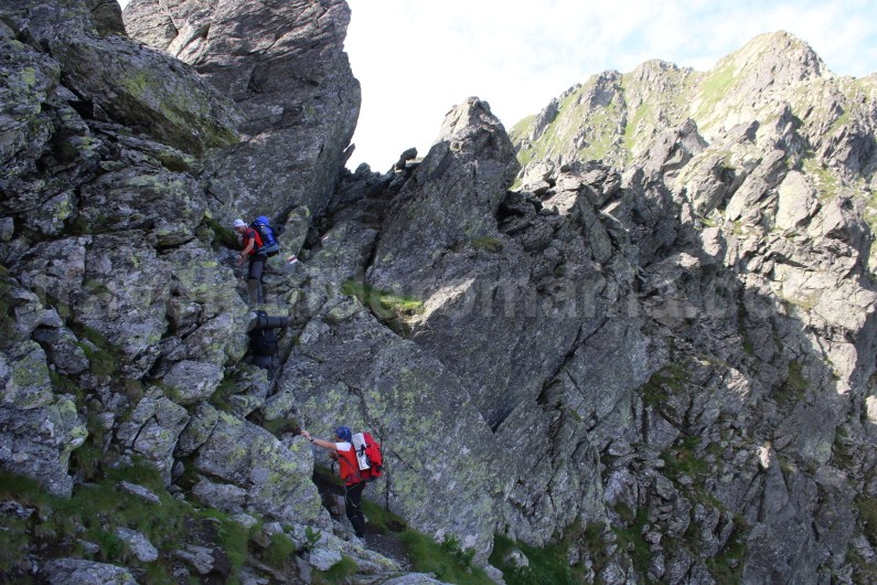 Custura Saratii Ridge - Crossing the Ridge of Fagaras Mountains