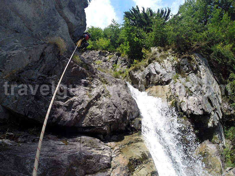 Head of the big waterfall in Marii Valley