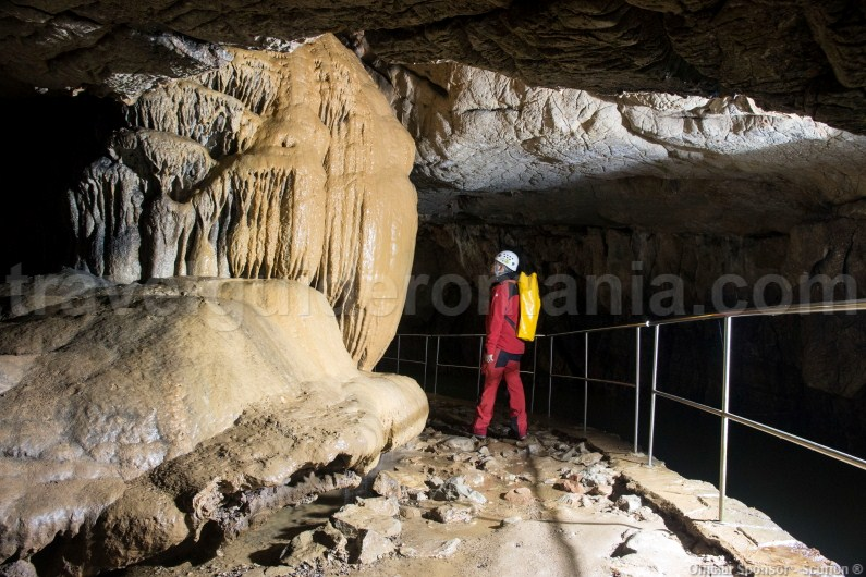 Show caves in Eastern Europe - Vadul Crisului cave in Romania