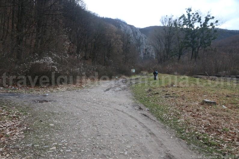 Towards Vadul Crisului show cave - Romania
