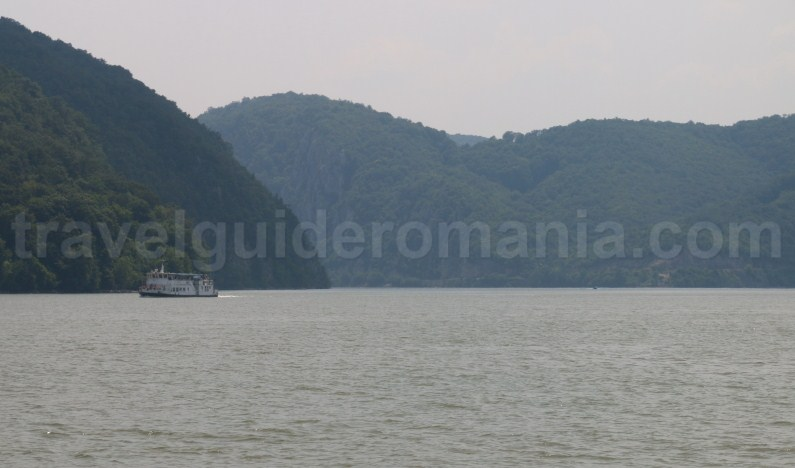 boat-ride-on-the-danube-river-romania