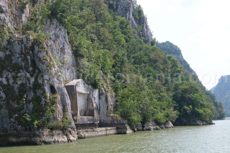 tabula-traiana-sculpture-boat-ride-on-danube-river-romania