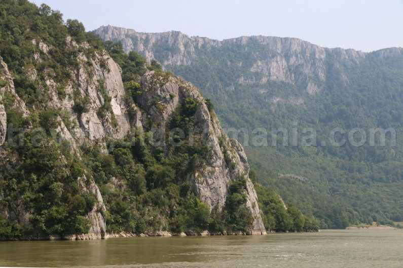 the-iron-gates-of-danube-river-travel-guide-romania