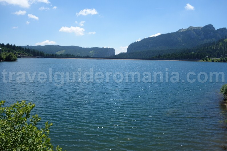 bolboci-lake-in-bucegi-mountains-romania
