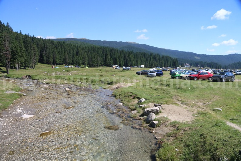 camping-place-in-padina-meadow-bucegi-mountains