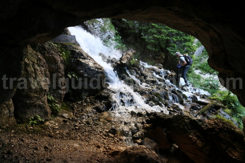 trekking-tour-in-bucegi-mountains-horoabei-valley