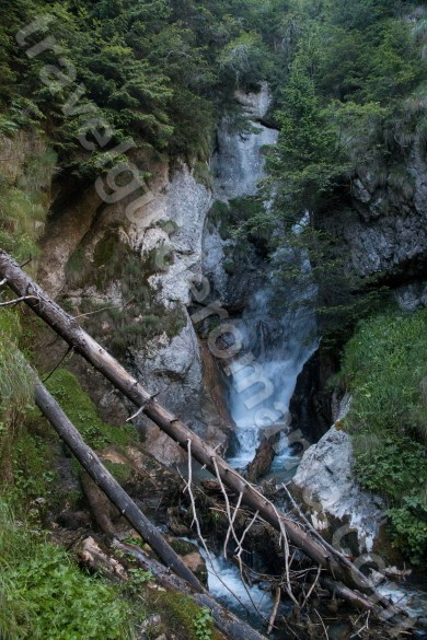 waterfall-on-horoabei-valley-bucegi-mountains