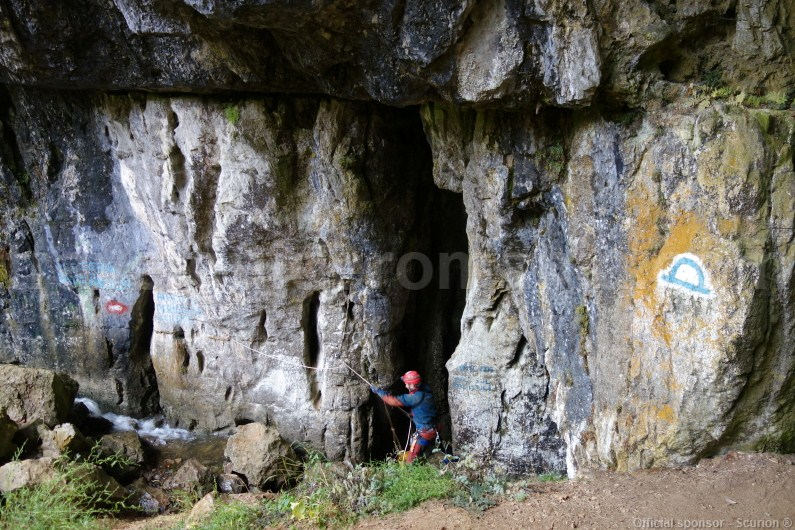 small-group-tours-in-romania-caving-in-apuseni-mountains