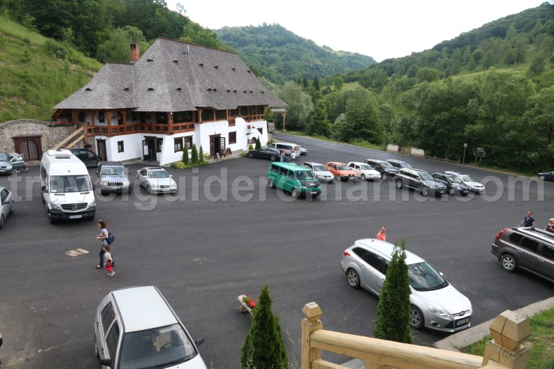 parking-place-at-barsana-monastery