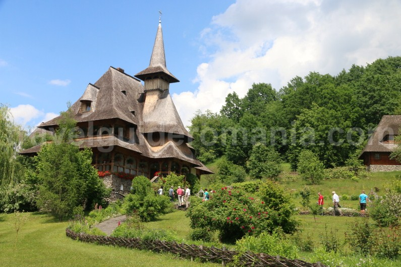 traditional-architecture-in-maramures-barsana-monastery