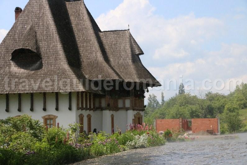 wooden-churches-of-maramures-tour-romania