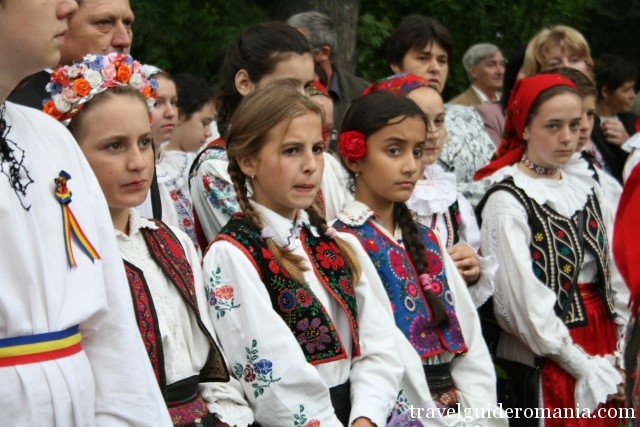 customs and traditions in Romanian culture