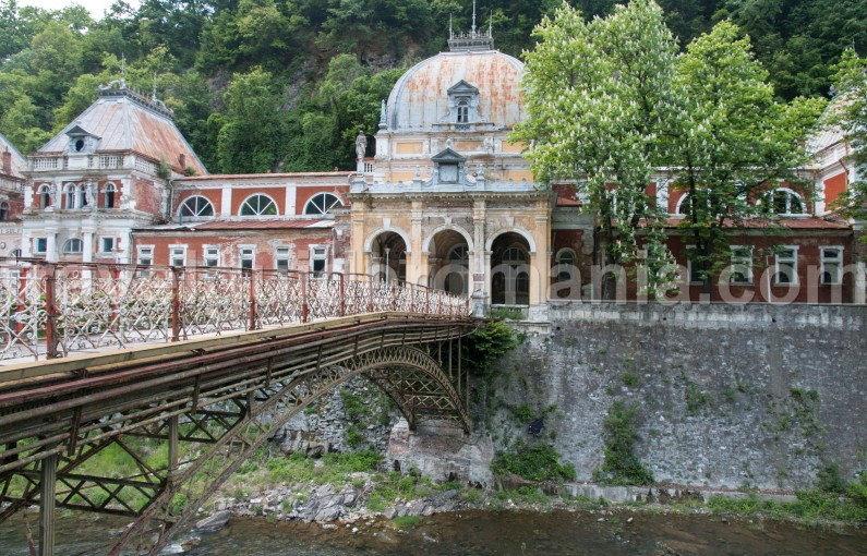 Amazing historical places in Romania - Herculane baths