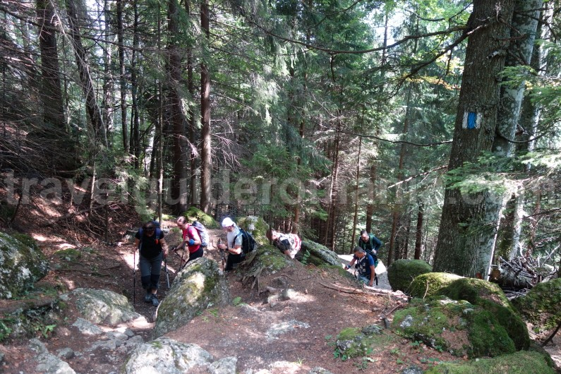 Trekking to Omu peak