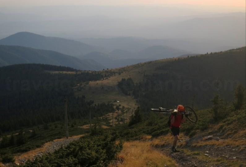 Mountain biking to Bihorul peak