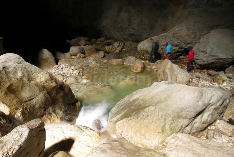 Cetatile Ponorului Padis Apuseni wild cave