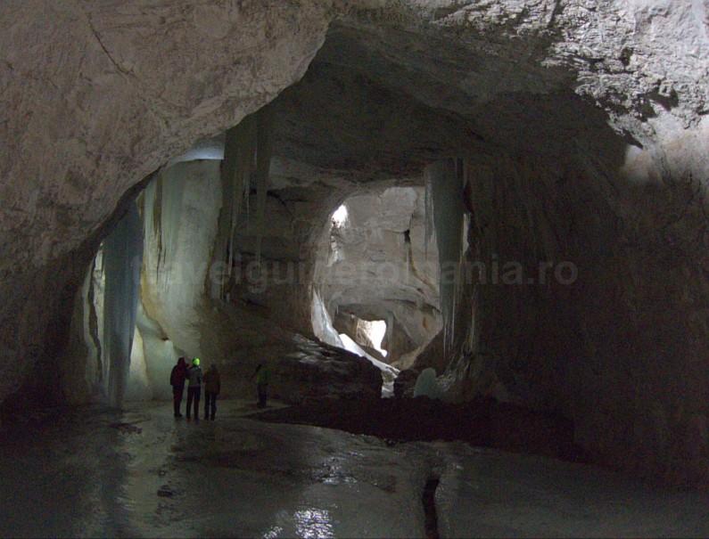 Cetatile Radesei caves Padis Apuseni adventure