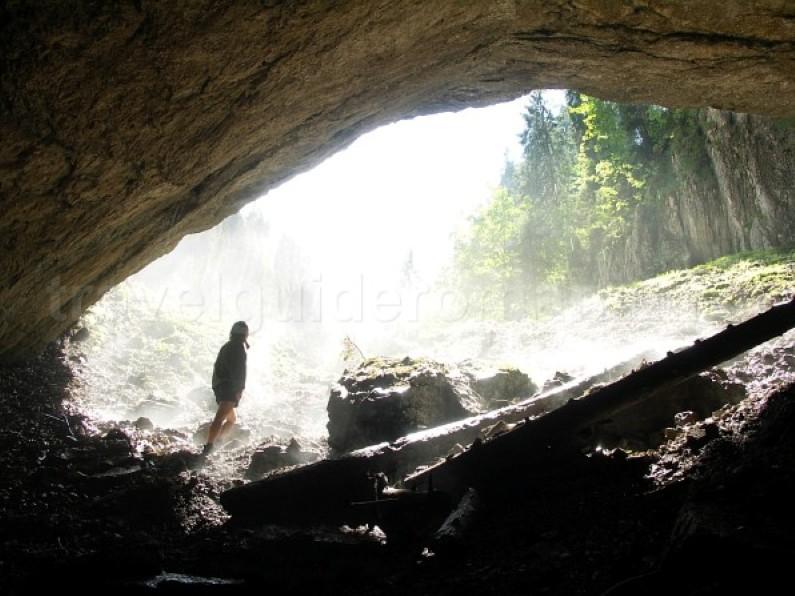 cetatile ponorului cave Padis Apuseni natural park romania