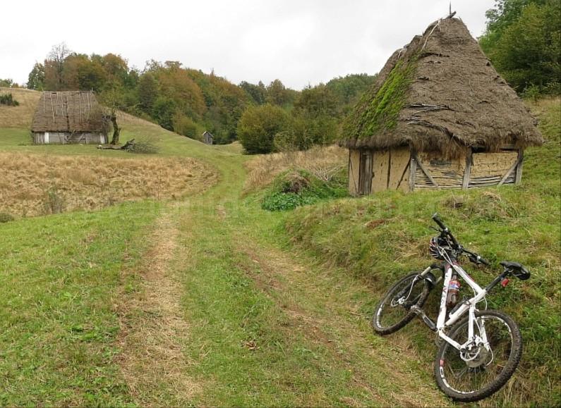 hay barns mtb Rosia Padurea Craiului Apuseni