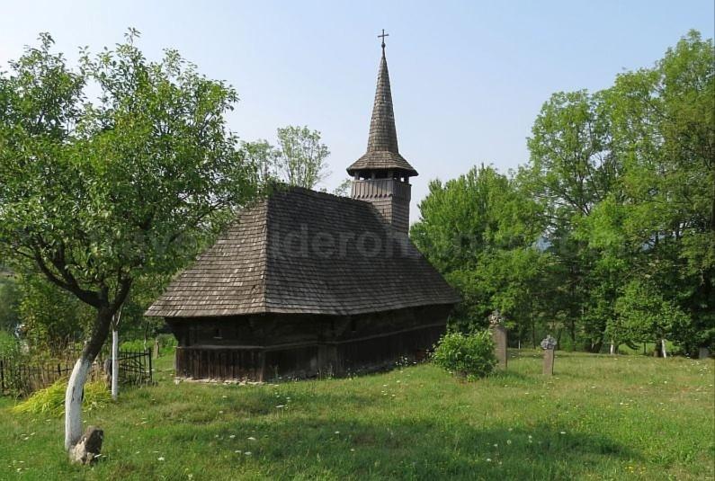 wooden church valea crisului Padurea Craiului Apuseni