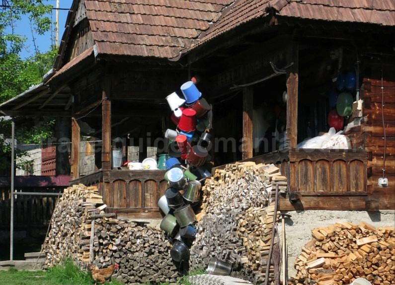 Ecotourism destination Mara – Cosau – Creasta Cocosului from Maramures breb traditional wood