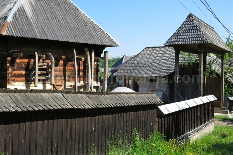 Ecotourism destination Mara – Cosau – Creasta Cocosului from Maramures wood civilization breb