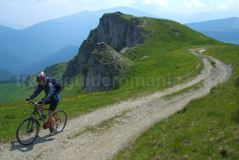 latoritei-mountains-boarnesu-limestone-strategic-road-mountain-biking-mtb-alpine.jpg