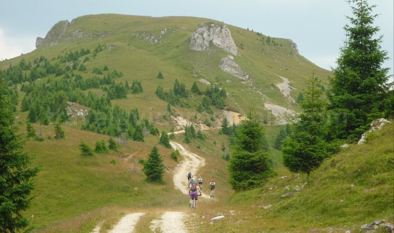 latoritei mountains boarnesu mount limestone strategic road mountain-biking mtb