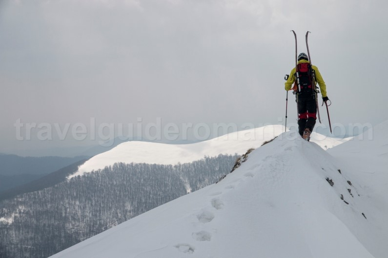Adventure vacation packages - ski touring on Oslea ridge