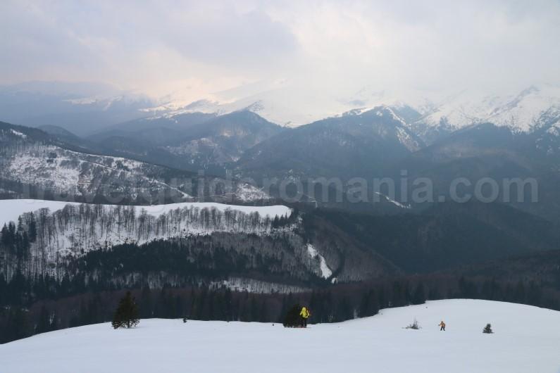 Snowshoeing in transylvania - Oslea ridge