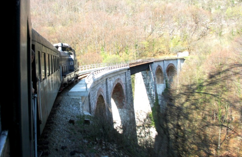 the-oldest-mountain-railway-in-Romania-anina-oravita-jitin-viaduct