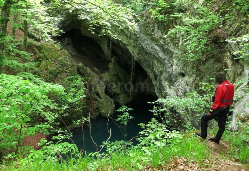 Dracului Lake Nerei Gorges