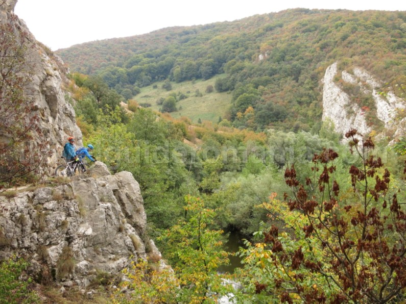 Nerei Gorges mountain biking