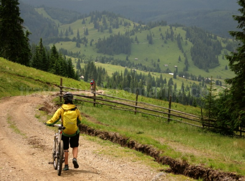 Ecoturism-Destination-Tara-Dornelor-mountain-bike