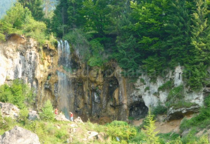 Tara Motilor Apuseni pisoaia waterfall