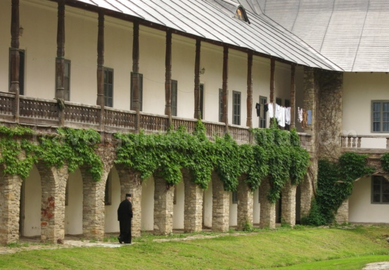 neamtului monastery Natural Park Vanatori Neamt chilii