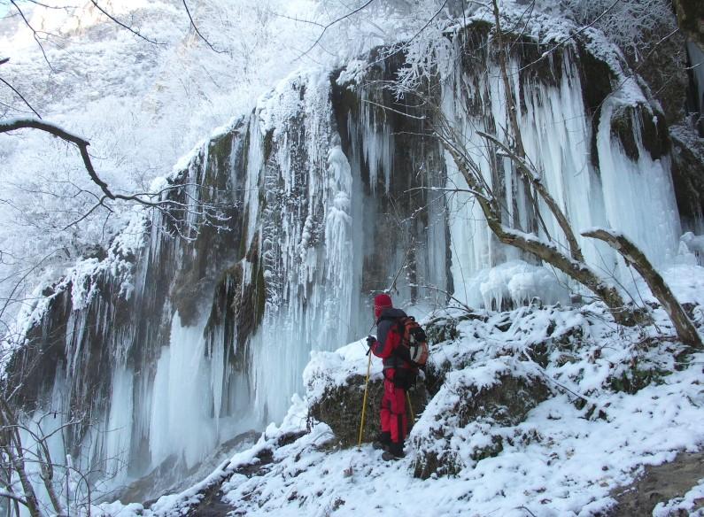 waterfall-sipote-trascau-iarna